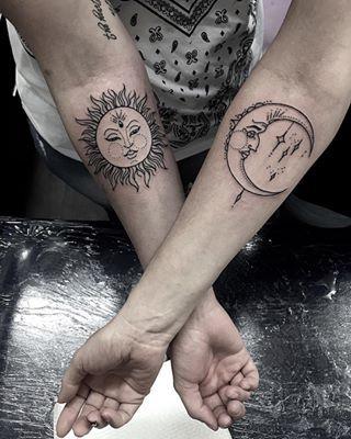 Sol e lua. | 15 tatuagens para mães e filhas fazerem juntas