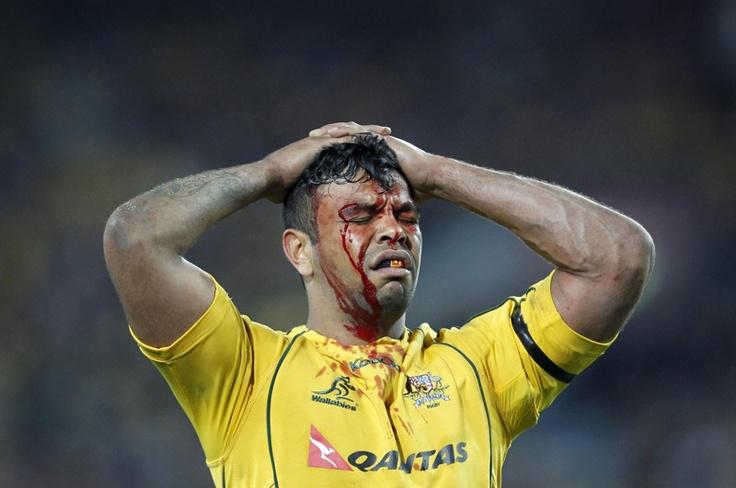 Kurtley Beale de los Wallabies de Australia luego de la derrota de su equipo ante los Nueva Zelanda All Blacks en la Copa Bledisloe test rugby en Sydney el 18 de agosto de 2012. | Créditos: REUTERS / Daniel Muñoz