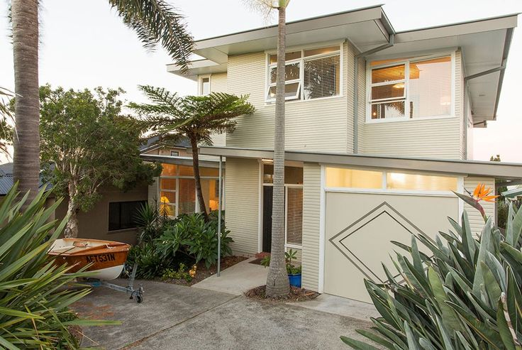 Kiama Beach House, 60s style, weatherboard house, skillion roof