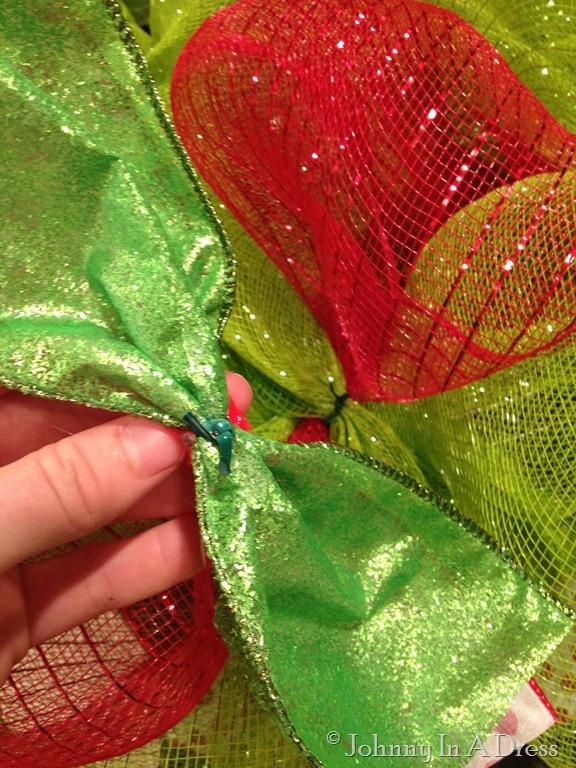 Easy Peasy Mesh Wreath {Tutorial}