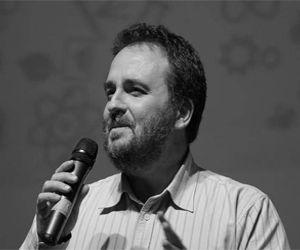 Κώστας Καρπούζης | Kostas Karpouzis | Ερευνητής στο Ινστιτούτο Επικοινωνίας και Υπολογιστικών Συστημάτων ( ICCS), Εθνικό Μετσόβιο Πολυτεχνείο | Από τον διαστημικό HAL9000 που προσπάθησε να ξεφορτωθεί τους αστροναύτες πριν τον …βγάλουν από την πρίζα, στην ταινία «2001: Η Οδύσσεια του Διαστήματος» μέχρι τη φετινή Ava του Ex Machina κάνουμε μια διαδρομή στην εξέλιξη της τεχνητής νοημοσύνης.