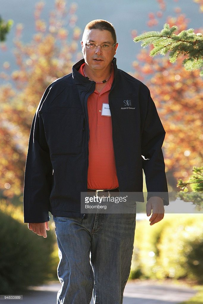 Michael Larson, who leads an investment team that manages the Bill & Melinda Gates Foundation's assets, walks to a morning session during the 26th annual Allen & Co. Media and Technology Conference in Sun Valley, Idaho, U.S., on Saturday, July 12, 2008. Saturday's session was the last one of the conference.