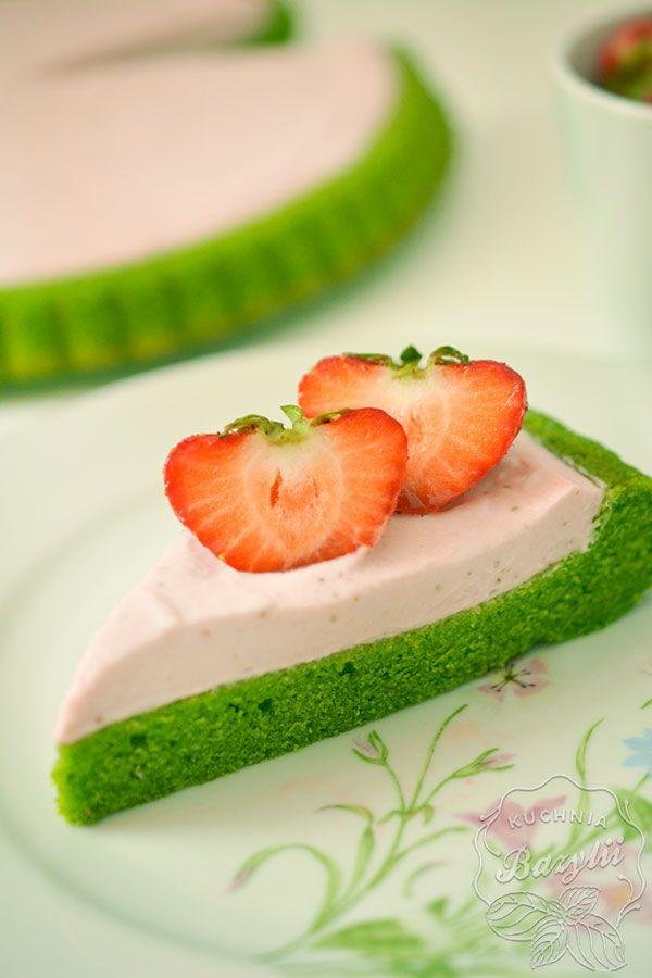 Zielone ciasto ze szpinaku z kremem truskawkowym - kuchniabazylii.pl