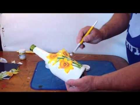 necesitan una cajita de madera servilleta con el dibujo que prefieran pintura blanca acrilica, pincel ancho y angosto pegamento especial para tecnica de serv...