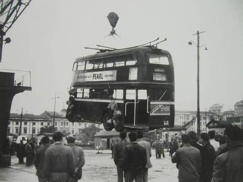 A Coruña. Llegaba la modernidad desembarcando en el muelle de La Palloza. 1961