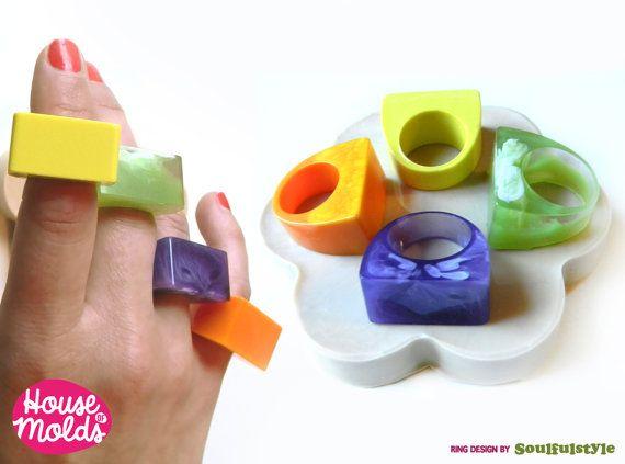 Flexibele siliconen mal voor veelzijdige kwadratische Ring. De gemakkelijker en grappige manier om uw aangepaste ringen! Dit model van ringen is bedacht en gemaakt door mij voor mijn Soulfulstyle project, je kan deze hetzelfde ontwerp vinden in andere mallen 1 schimmel met 4 maten: USA maat 6 - 7 - 8-9 Deze schimmel in staat stellen 4 ring op moment met behulp van de dezelfde hars effecten of opname maken! Bekijk mijn ring formaat conversie alvorens te bestellen. De gladheid van het op...