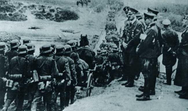 I.v.m. de appeasement politiek ging Hitler gewoon z'n gangetje. Hij viel polen binnen, maar dit werd toch niet zo erg gewaardeerd door de andere Europese landen. Engeland en Frankrijk verklaarden de oorlog.