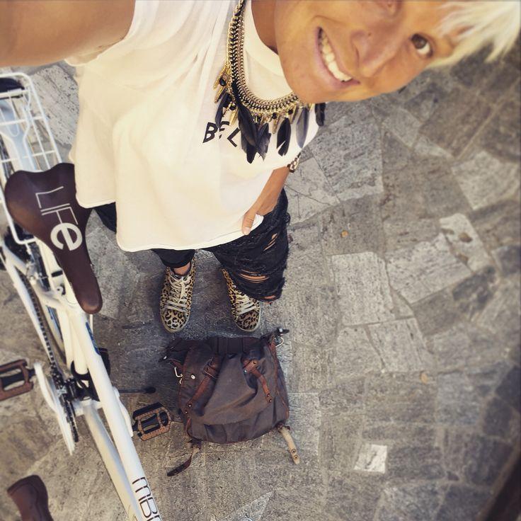 Jeans oneteaspoon, tischa wildfox, halsband från Gbg , väska gammal, cykel retro, skor gamla zara