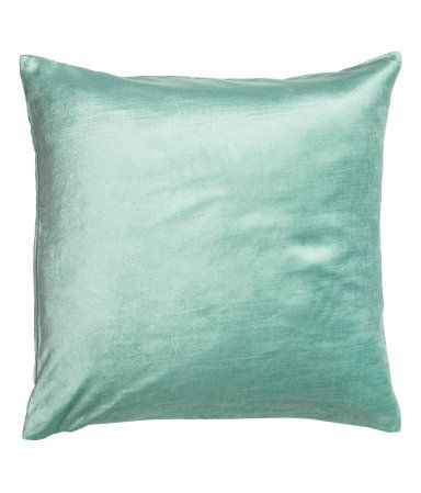 Dusky pink. Velvet cushion cover in a cotton and viscose blend. Concealed zip.