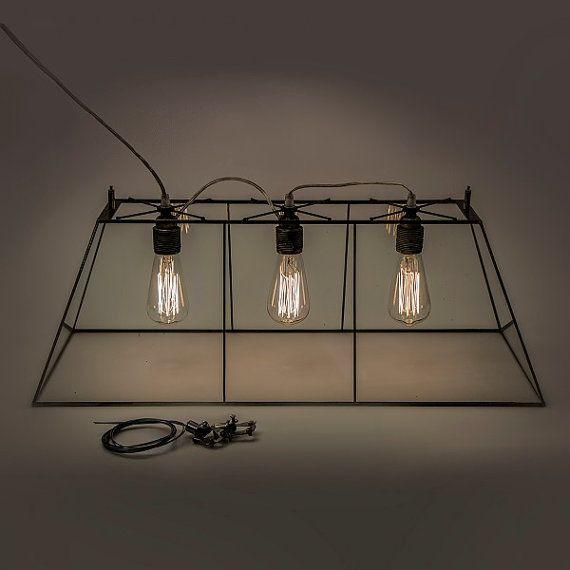 Lampe de terrarium industrielle. Simple lampe en verre clair. Lampe Edison. Éclairage moderne. Simple lampe de vitrail.