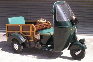 Resultados da Pesquisa de imagens do Google para http://www.shannons.com.au/library/images/auctions/S0P0AFSY24E484AE/medium/c1955-vespa-ape-3-wheeler.jpg