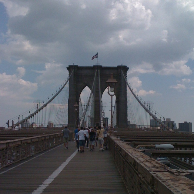 Brooklyn bridge head on view! Walk over to have pizza at Grimaldis!