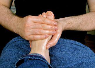 Zjistěte, proč je vhodné si před spaním namasírovat nohy
