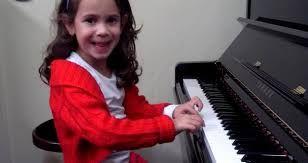 op deze leeftijd leren ze vaak hoe je een instrument kan spelen
