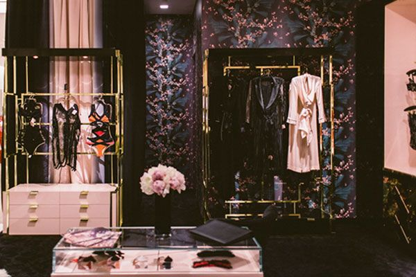 1000 images about lingerie store on pinterest abercrombie fitch visual merchandising and retail. Black Bedroom Furniture Sets. Home Design Ideas