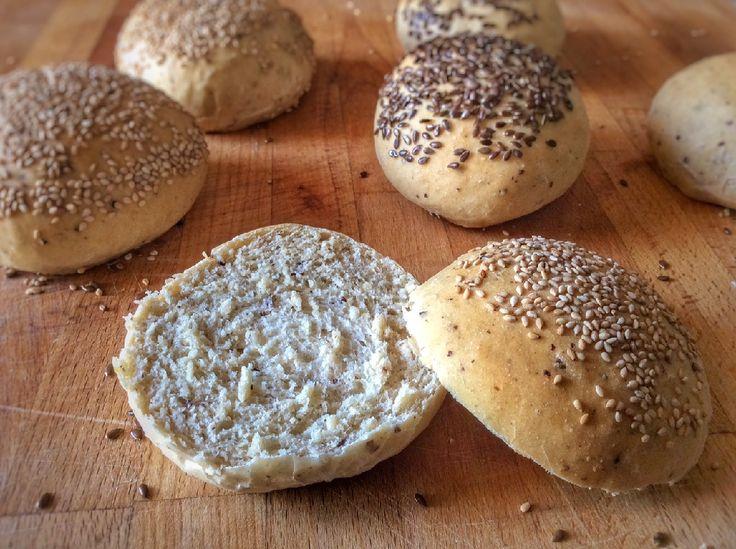Recette de pain à burger maison aussi appelés buns vegan pour réaliser de délicieux burgers sains et végétaliens.