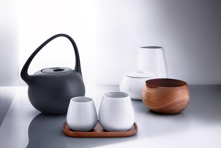 Nach dem Bohei um Kaffee, trinkt nun plötzlich jeder Tee. Und damit ist die Teekanne ins Visier der Designer gerückt. Klein, bauchig und in japanischem Stil ist sie der Shootingstar auf der Konsumgütermesse Ambiente in Frankfurt. Wir präsentieren die stilvollsten Exemplare in einer Bilderschau.