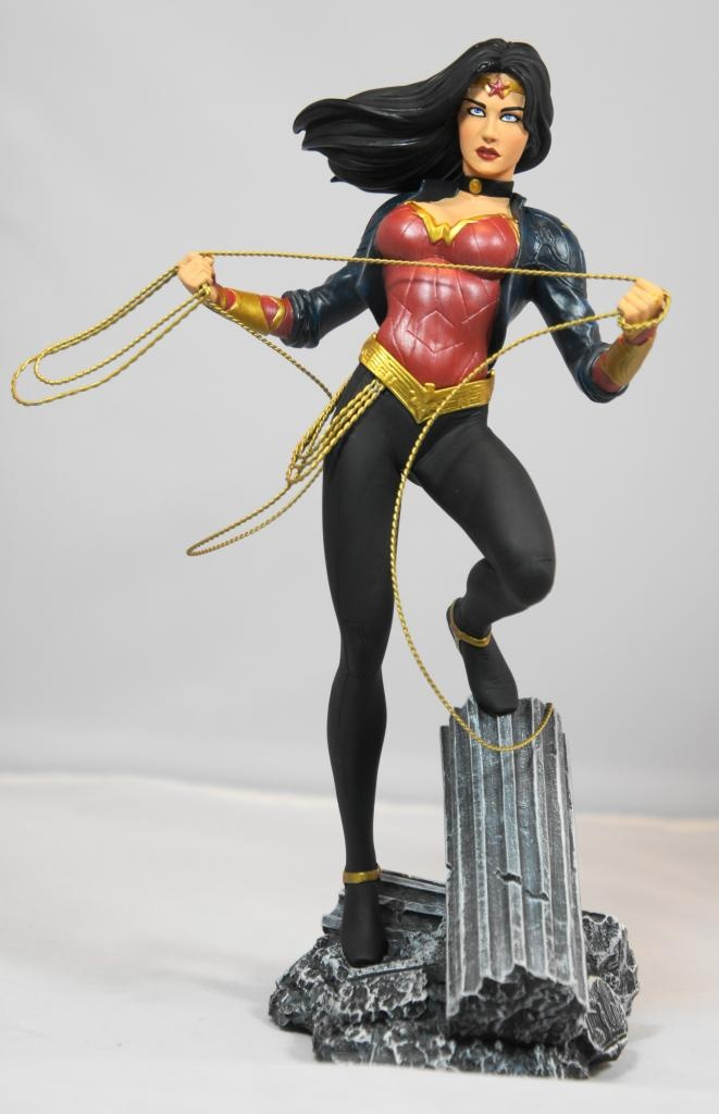 dc direct wonder woman  600 statue