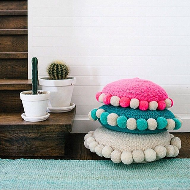 These round pompom cushions are positively delightful! By @wearepampa, who do great work supporting skilled artisans in Argentina.