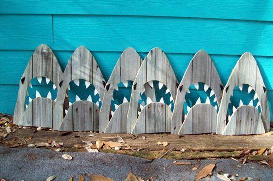 repisero hecho con madera reciclada y redes encontradas en la playa -  Recycle Green Verde