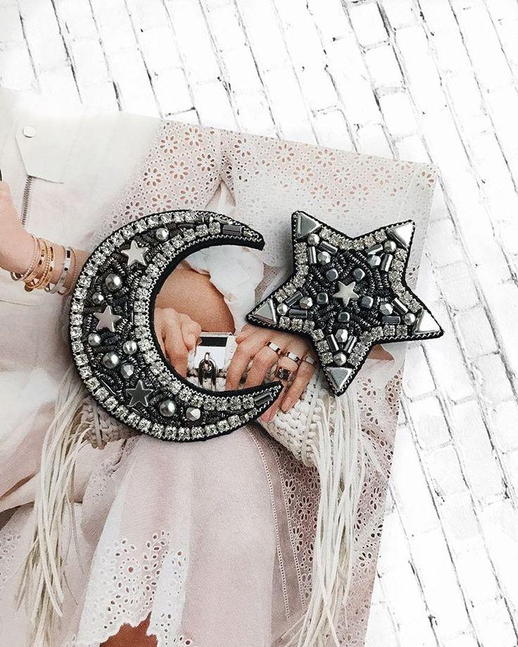 UPD:❌ПРОДАН❌Сет из двух брошей Размеры (в крайних точках!) : звезда - 4,5 см. месяц - 6 х 5 см. Материалы: канитель, бисер toho, жемчуг Swarovski, гематит, изнанка - фетр #брошь #брошьручнойработы #брошьзвезда #брошьмесяц #вышитаяброшь #starbrooch #handmadebrooch #brooch #embroiderybrooch #embroidery