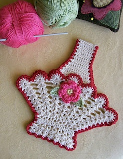 Knot Garden: Busy, Busy  vintage potholder. i have one of these somewhere. kept it cause it was something my mom made.