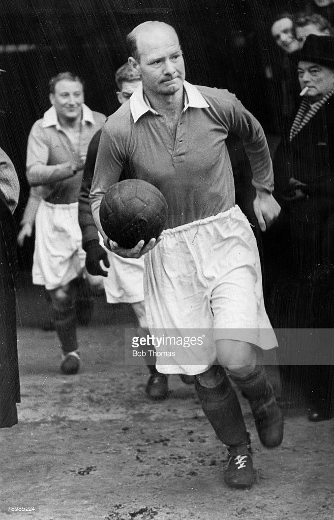 sport-football-pic-1946-don-welsh-charlton-athletic-19341947-who-to-picture-id78985224 (657×1024)