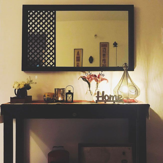 This Mumbai Apartment Is Indian In Spirit And Modern In Outlook Decor Indian Home Decor Wall Mirror Decor Living Room