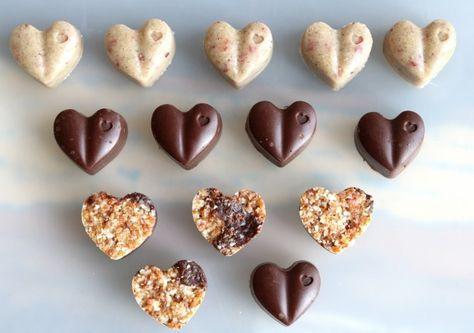 Rohkost Schokolade selber machen mit den richtigen Zutaten ist das ganz einfach und mit rohköstlicher Schokolade ist naschen erlaubt ! Wenn du deine Ernähru