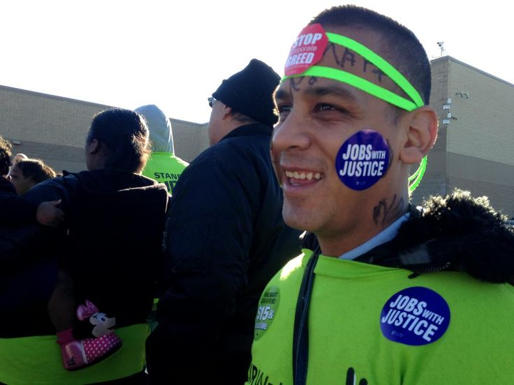 Making Change @ WMT @ChangeWalmart on Twitter || Another great shot from #WalmartStrikers in Dallas! Folks are happy to stand up for justice and doing what's right.
