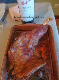 Paletilla de cordero asada al horno de leña