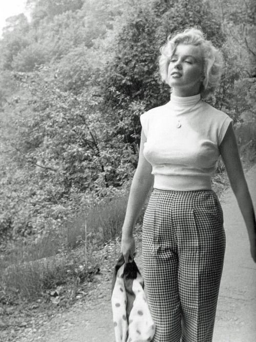 ritamarlowe:  Marilyn Monroe photographed by Jock Carroll in 1952.