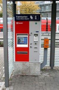 ci sono macchinette automatiche per l'acquisto dei biglietti. -