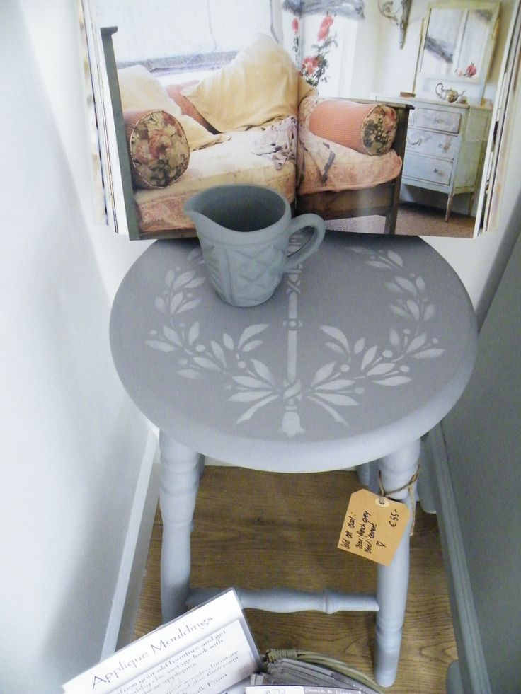 Stool in 'french grey'
