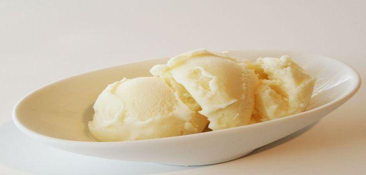 ΠΑΓΩΤΟ ΒΑΝΙΛΙΑ ΧΕΙΡΟΠΟΙΗΤΟ!  600 γραμμάρια κρέμα γάλακτος 250 γραμμάρια ermol παχύρευστη σαντυγί  400 γραμμάρια Νουνου ζαχαρούχο γάλα πολύ λίγο βανίλια