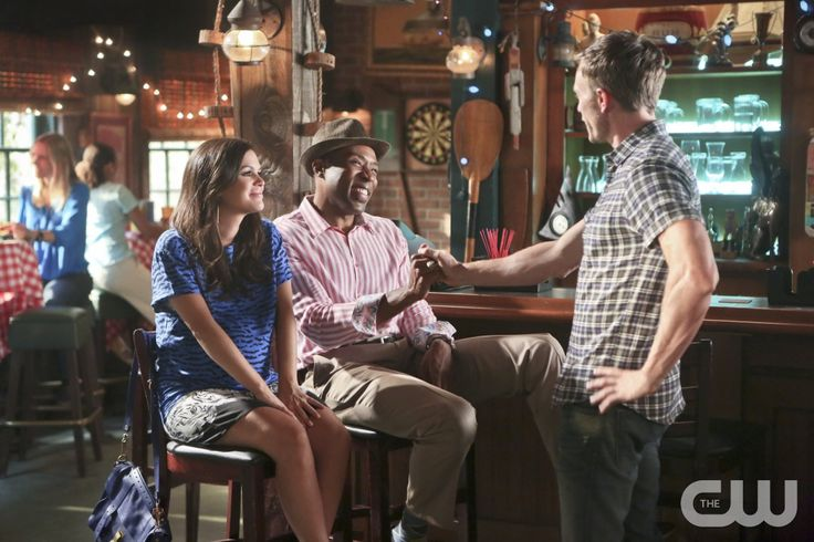 """Hart of Dixie -- """"The Butterstick Tab"""" -- Image Number: HA407a_0237b.jpg -- Pictured (L-R): Rachel Bilson as Dr. Zoe Hart, Cress Williams as Lavon and Wilson Bethel as Wade -- Photo: Patrick Wymore/The CW -- © 2014 The CW Network, LLC. All rights reserved.pn"""
