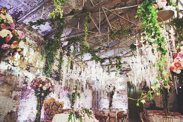Ужин после венчания в стиле Dolce&Gabbana, декор свадьбы от Юлии Шакировой, декор зала, декор потолка