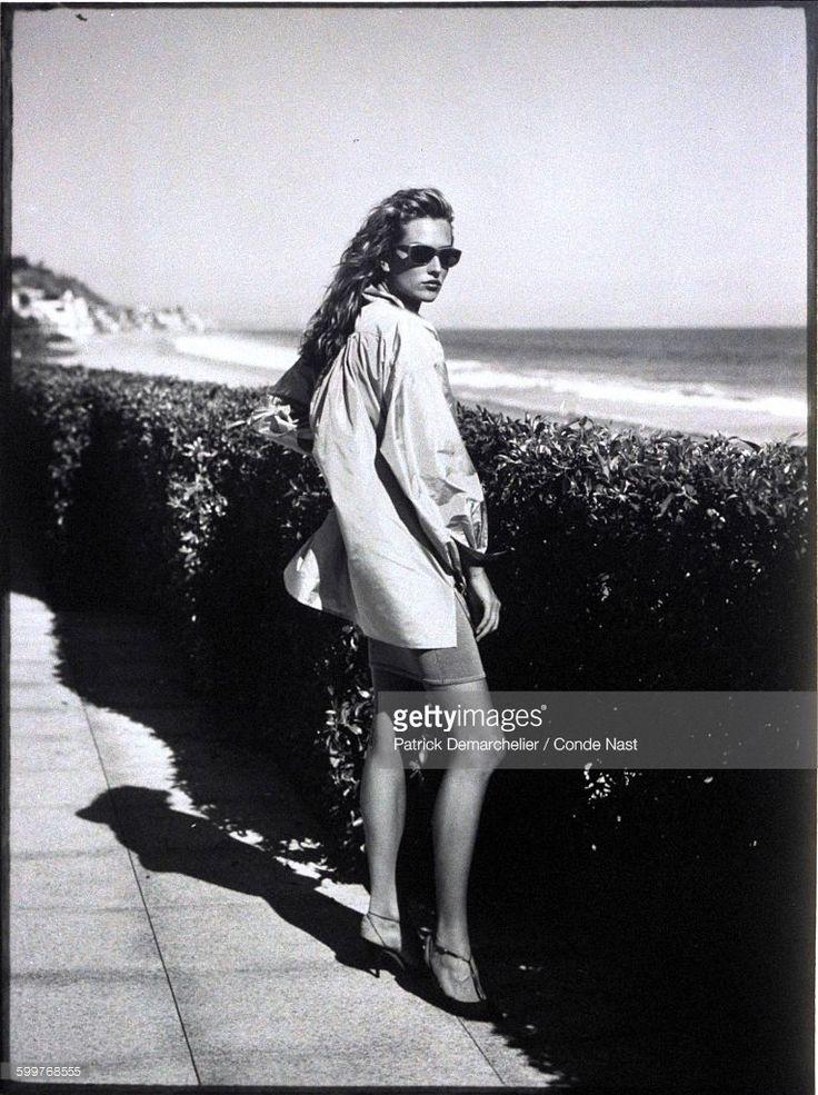 News Photo : Model Tatjana Patitz wearing a supersized silk...