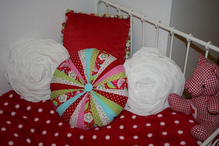 1000 images about chambre enfant rouge sur pinterest. Black Bedroom Furniture Sets. Home Design Ideas