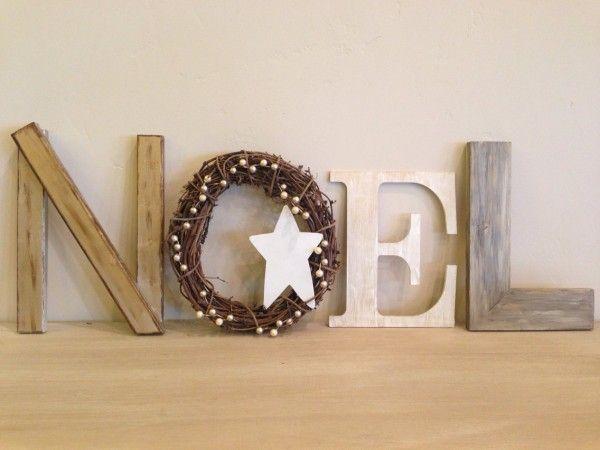 Lettres en bois pour la déco de Noël http://www.homelisty.com/deco-de-noel-2015-101-idees-pour-la-decoration-de-noel/
