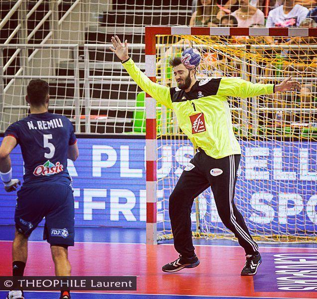 @cyrildumoulin a livré une belle partie même si sur ce tir, lui et son oreille n'ont rien pu faire :-S @les_experts_officiel_ffhb #handball