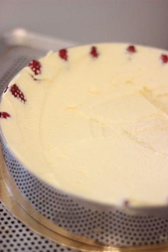 Recette Fraisier(Gateau Facile) un classique de la patisserie française gourmand il est composé d'une génoise creme mousseline des fraises