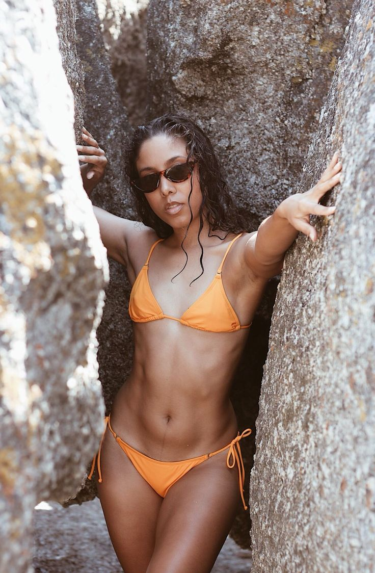 Billabong womens ZA summer bikini. Full photo essay up on TRU. #bikini #yellowbikini #bikinikindalife #fitinspo #bodypostivity #90sretro #nature #beachlife #capetown #beach #southafrica #travel #beautifuldestinations #beachstyle #style #africa #melanin  #billabongwomens #billabong