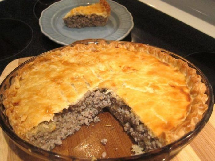 Ingredients: 1 lb ground beef 8 ounces ground pork 1⁄2cup onion, finely chopped 1⁄2cup water 2 large potatoes, peeled, cut into quarters 1⁄2teaspoon salt 1⁄4teaspoon allspice 1⁄4teaspoon ground cloves 1⁄8 teaspoon pepper 1 double crust pie crust Directions: Combine beef, pork, onion and water in a medium