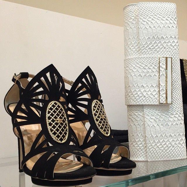 Lo stile inconfondibile di Elisabetta Franchi www.shopviaroma1.com info@shopviaroma1.com #tacchi #elisabettafranchi #bag #pochette #sandali #shoes