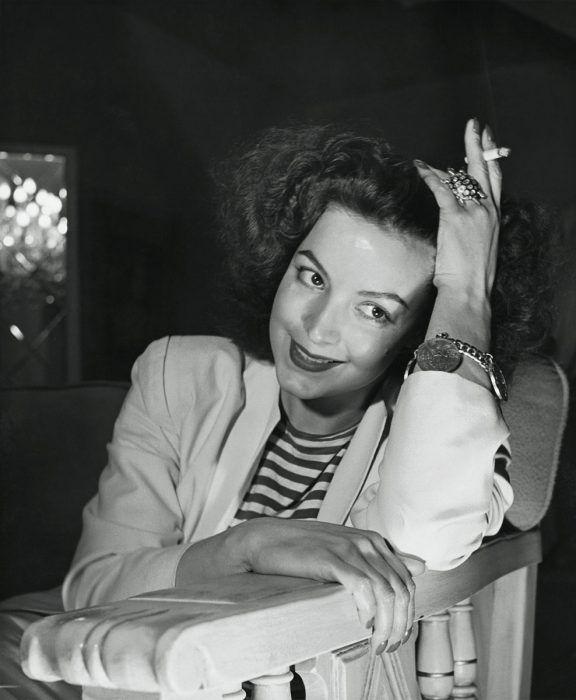 María Félix fumando