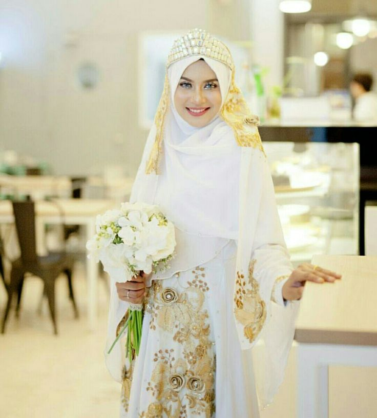 White & gold wedding themed #muslimahexclusive