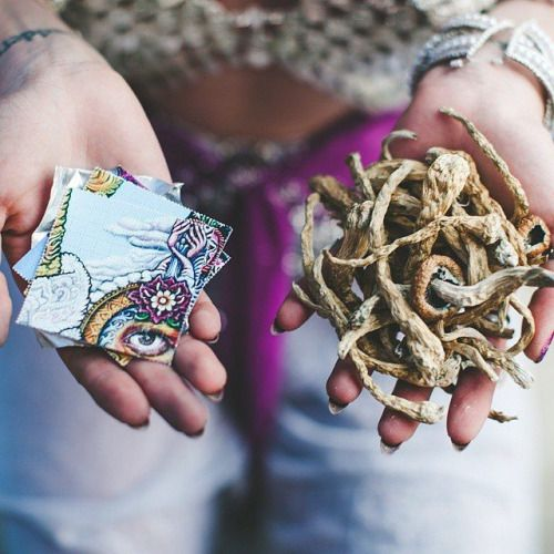 Left or Right? #Weedfrog #trippy #visual #psychedelic #weed #inspiring #Space #lsd #cannabis #marijuana #highasfuck #trippin #Peace #amazing #GoodTimes #instamood #Spiritual #Mushrooms #Philosophy #Positive - Start your flow at Weedfrog.com - it's free!