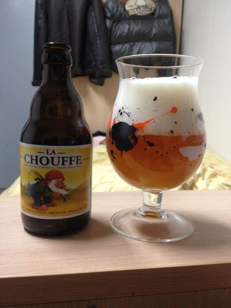 벨기에 에일 라쇼페. 강한 고수향이 특징. 듀벨과 비슷한 인상을 주지만 알콜향이 조금 덜함.
