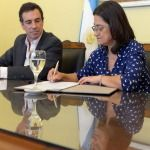 Lucía Corpacci firmó el convenio para abastecer de gas natural a centros asistenciales y una escuela de Recreo